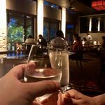 132044536 - まずはワインで乾杯! タクシーで来たからお酒が飲めます。