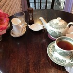 ベイク ラブ タイニー トリア ティールーム - 紅茶
