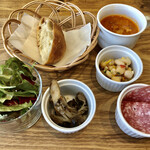 132053404 - 羊飼いの定食についてくる前菜、サラダ、スープ