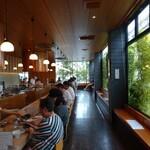 天ぷら さき亭 - コの字型の 大きな カウンター だけ