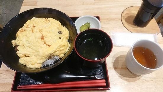 浅草橋 酒肴 肉寿司の料理の写真