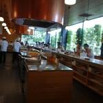 天ぷら さき亭 - キッチン広い~~ 一人   で   揚げてます