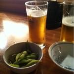串カツ 青山七丁目 - 枝豆にビール♫