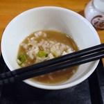 麺の坊 五月晴れ - 説明書によりますと・・・1cmスープを入れるとの事・・・。