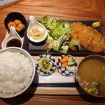 obanzai&bar アネモネ - お肉の定食ロースカツ(ご飯大盛り無料) 1100円