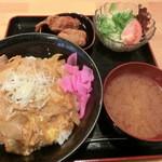 キャプテンぶぅひぃず - ランチメニューの『豚玉とじカルビ丼セット・680円』