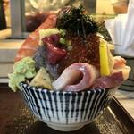 江戸富士 - 「イクラのせ海鮮どん」1900円