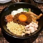麺や 結 - 【期間限定】Curryまぜそば(追い飯付)   ¥900-