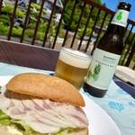厚木ハム - 外で食べるサンドイッチとビール最高
