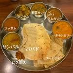 132089455 - ランチ・ミールス ¥1,290                       日替りカリー3種類(羊肉カリー、チキンカリー、野菜カリー)