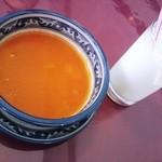 タージオキナワ - トマトのスープとラッシー