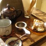 drop - 沖縄ブレンドティーと小豆のチーズケーキセット