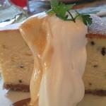 グロヴナーカフェ - ごまのチーズケーキ