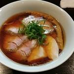 132100911 - 醤油チャーシュー麺です