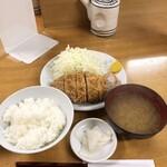 とんかつ いちかつ - 定食はしじみ汁とお漬け物と多めのご飯