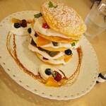 カフェドゥスヴェニール - 料理写真:カステラ屋さんのミルフィーユ風パンケーキ