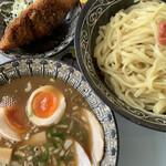 ラーメンとんとん - 麺は2玉。白身魚のフライはセット価格で50円