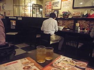 会津喜多方ラーメン 小法師 渋谷並木橋店 - テーブル席とカウンターもございます