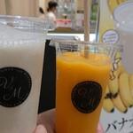 ブイツーアンドエムバイフルーツバーアオキ - ドリンク写真:バナナミルク&マンゴ