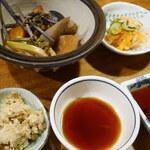 田吾作 - 「おとおしセット」       ●煮しめ●オカラ●酢の物