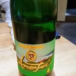 132127226 - スペイン北部バスク地方の微発泡白ワイン amestoitxakoli アメストイチャコリ