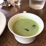 カフェ スタンド - じゃがいもとほうれん草のスープ