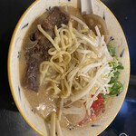 みそ味専門 マタドール - 麺は平打ちっぽい中太麺かな?