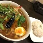 美々庵 - 料理写真:トマトスープ ガーリックシュリンプカレー(1,100円)