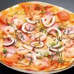 やひろ丸 - 漁師のピザ(トマト風・和風) 各800円