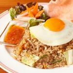ナシゴレン(インドネシアの焼き飯)