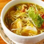 ソト・アヤム(鶏肉スープ)