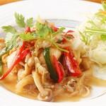 ガーチェンサオサオット(鶏肉のレモングラス炒め)