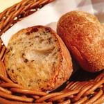 銀座ルヴァン エ ラ ヴィアンド - 日替わり自家製パン。大好き!