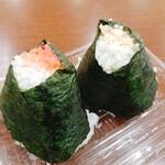 高坂サービスエリア下り線売店 - 料理写真:鮭と明太子のおにぎり