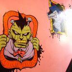 モンスターカフェ - 壁に描かれた様々な絵にも注目です