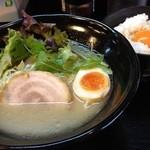 新月 - 鶏白湯ラーメン+卵かけご飯セット