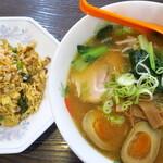 京華 - 半チャーハンセット(味噌麺)