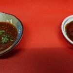 赤春園 - 料理写真:水餃子用味噌だれ(左)と焼き餃子用たれ