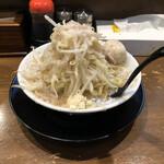 132156546 - 野菜多め、ニンニク多め、麺硬め。