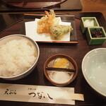 天ぷら つな八 - 天ぷら定食A1280円。ごはんと最初の天ぷらが置かれた
