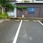 まるきん - 駐車場は店舗横に2台のみだぜぇ~…ワイルドだろ~♪