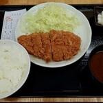 とんかつまるや - ロースかつ定食(700円)