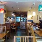 サンティ - SHANTI 板橋店 @ときわ台 シンプルな意匠の店内