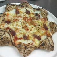 イルマーレ - peppeの作品を真似て、ドンナポリ辛口サラミのピッツァ