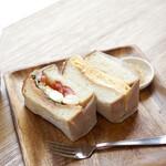 むうや - サンドイッチセット¥1200 サンドイッチはたまごとマルゲリータ。 アイスコーヒー