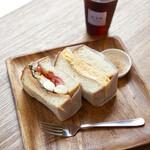 むうや - サンドイッチセット¥1200 好きなサンドイッチ2個とドリンク たまごサンドには鰹節付き