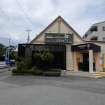 あじわい回転寿司 禅 - お店外観、手前は広い駐車場になっています。