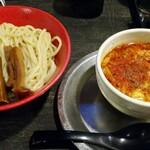勢拉 - つけ麺(中盛)・極太黒メンマ、辛味トッピング・ネギ増し