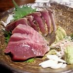 わらやき屋 - カツオの塩たたき(藁焼き)、カツオの刺身
