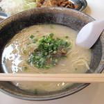 オレズ・マガラズ 須崎店 - 牛骨ラーメンはピリ辛醤油・塩・味噌味とありますが、塩味を選択。